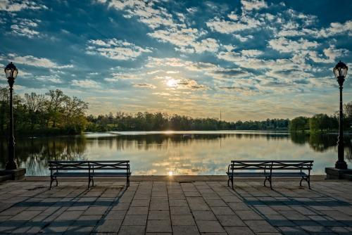 Sunrise at Hoyt Lake