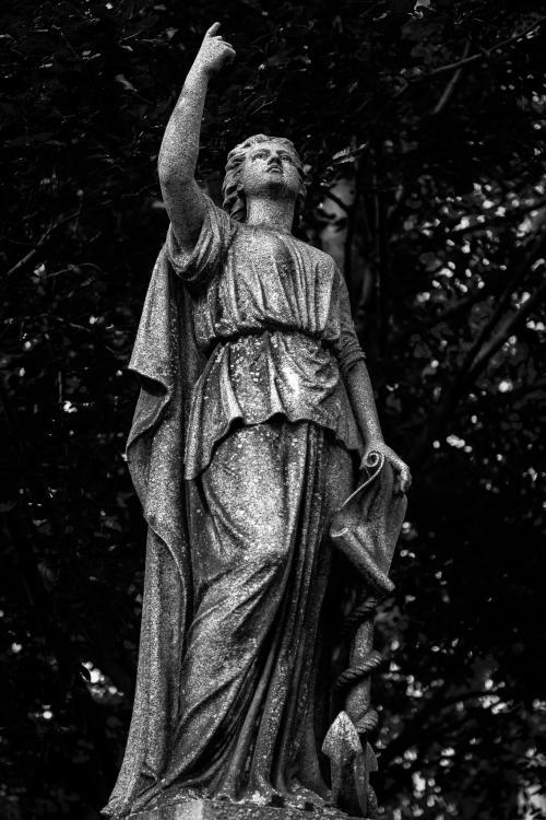 0051-Statues